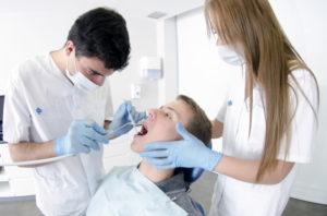 歯を抜く矯正治療とその問題点