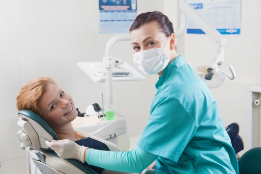 Drと患者が2人対面している写真